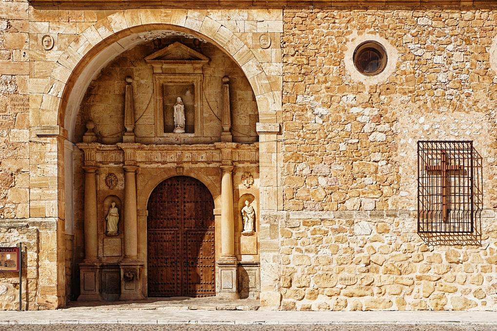 Portada de la iglesia de San Antonio Abad