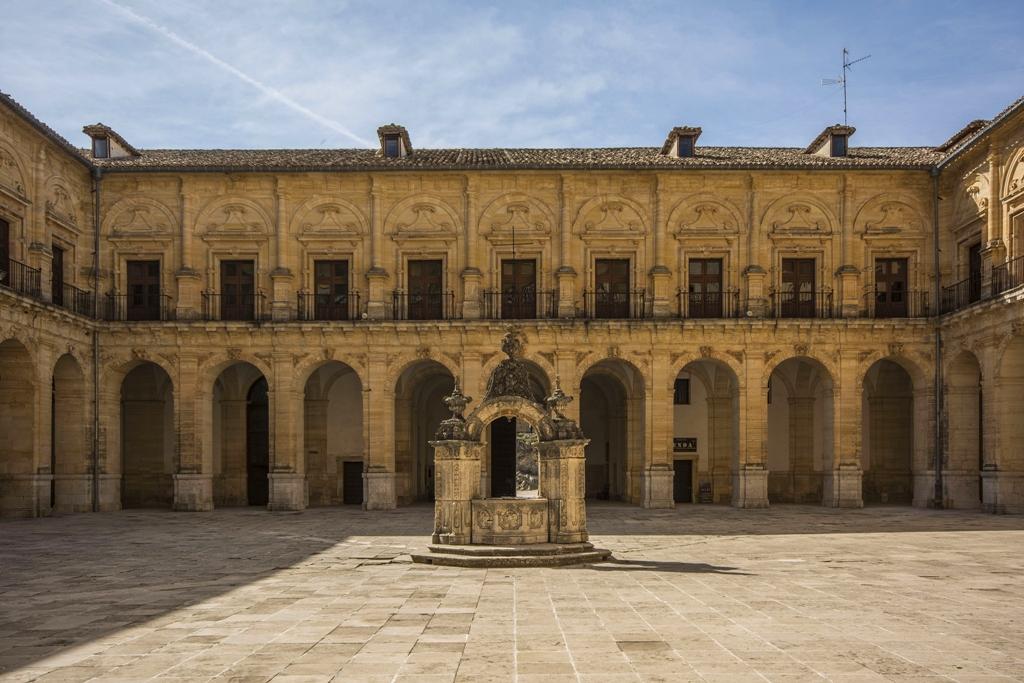 Claustro del Monasterio de Uclés