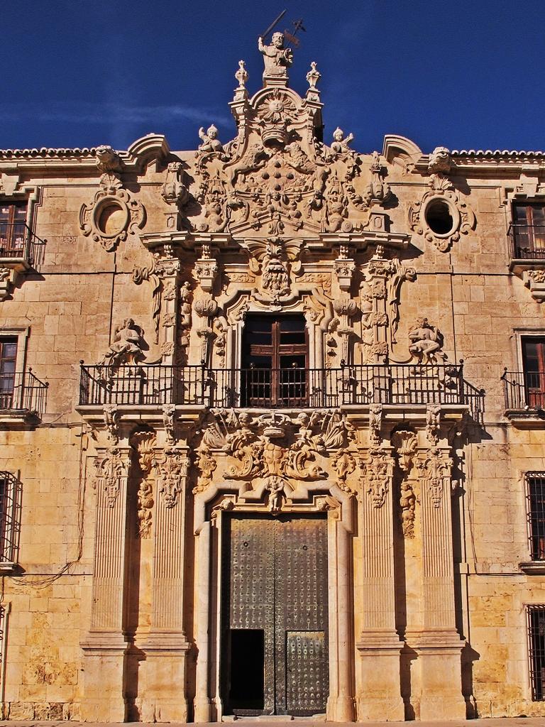 Puerta principal del Monasterio de Uclés en la fachada sur