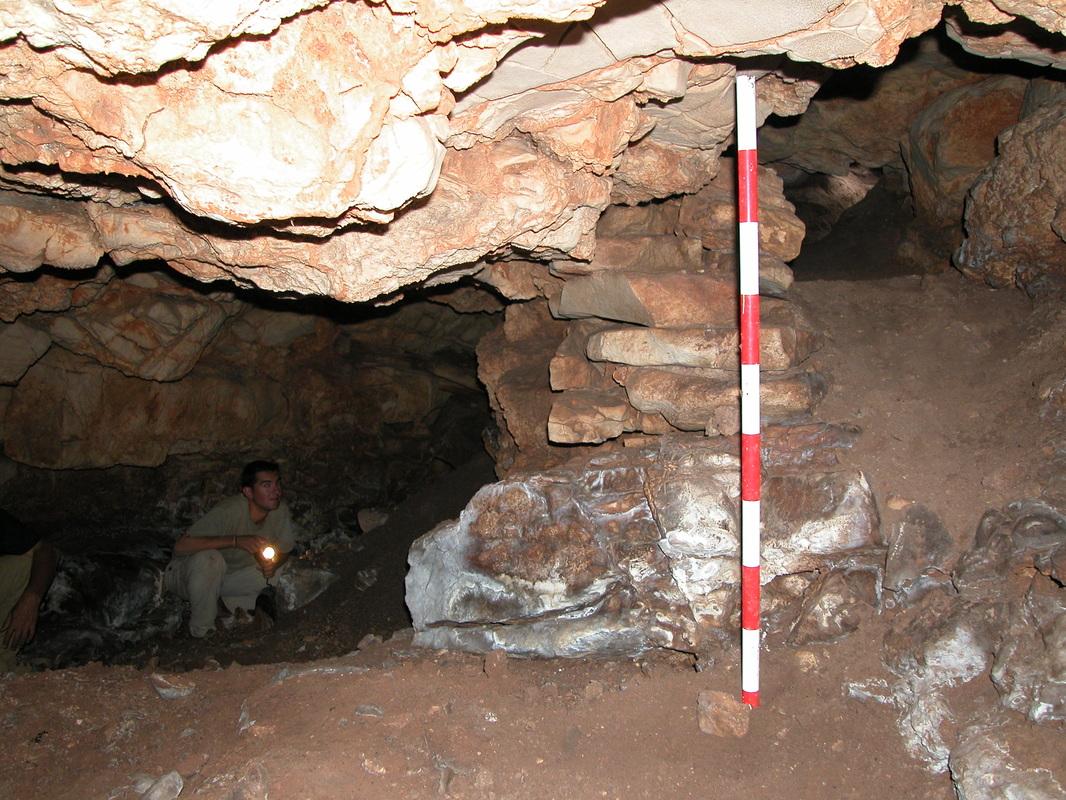 Cueva prehistórica en el Castillejo del Bonete