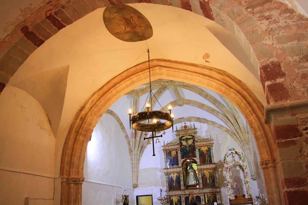 Interior de la ermita medieval de Nuestra Señora de Luciana