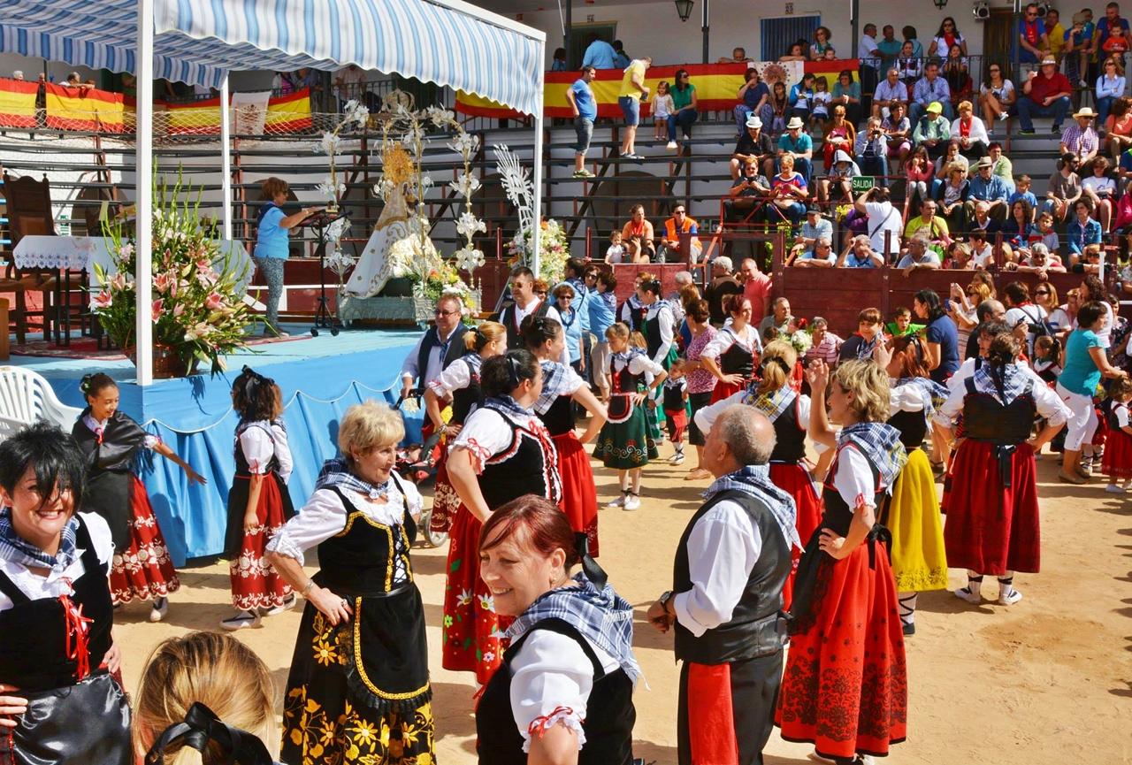 Coros y Danzas de Villahermosa en la ofrenda a la virgen de la Carrasca