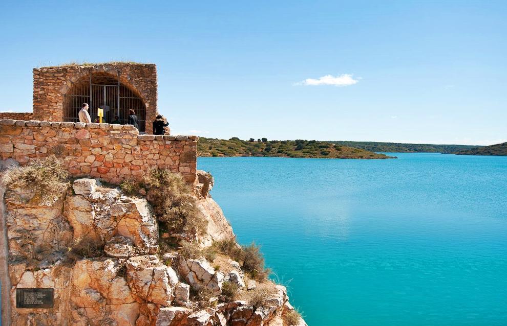 Al borde del pantano, Castillo de Peñarroya