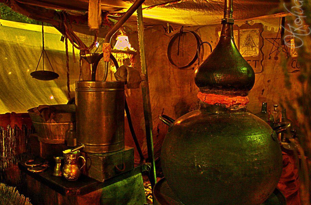Los ritos del Agua de Fuego y la elaboración tradicional del Orujo