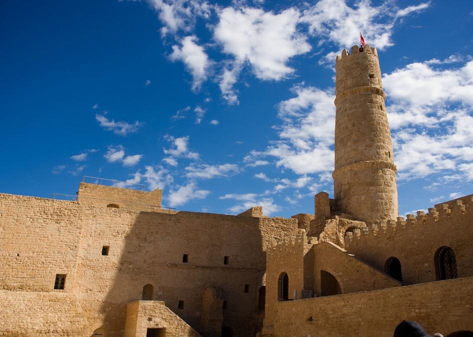 2. Aspecto de una fortaleza-monasterio, o ribat. Autor, Alkainel