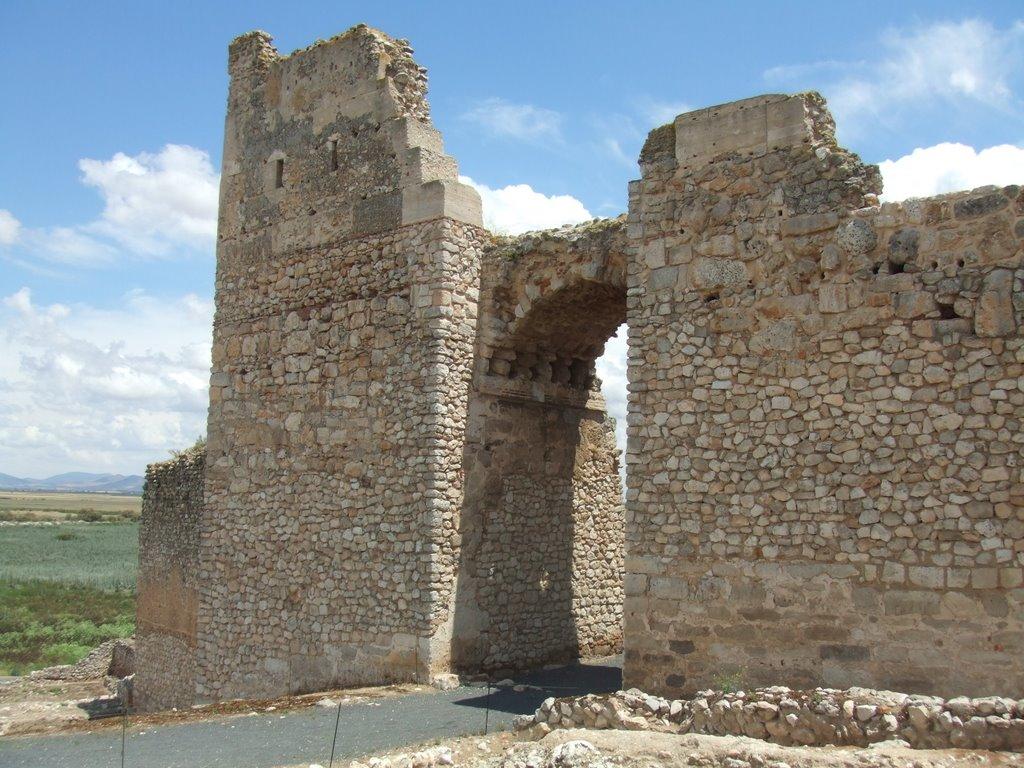 Arco triunfal Omeya. Fortaleza de Calatrava la Vieja. Autor, Llapassar