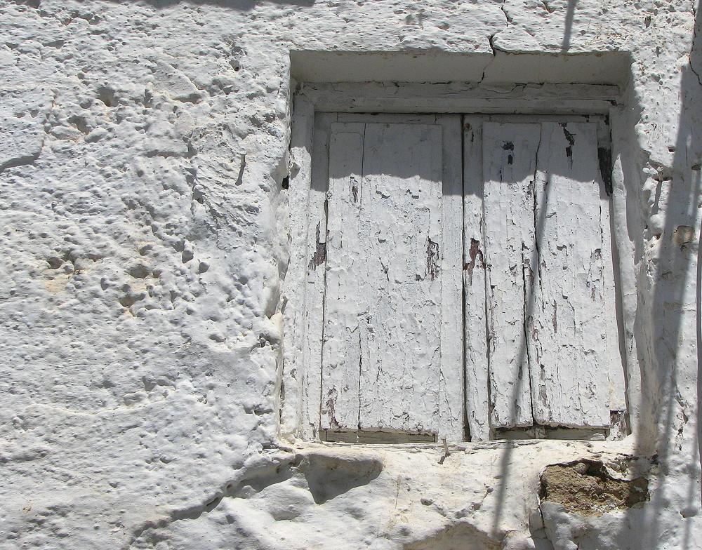 Cerrada a cal y canto. Autor, Antonio Monleón
