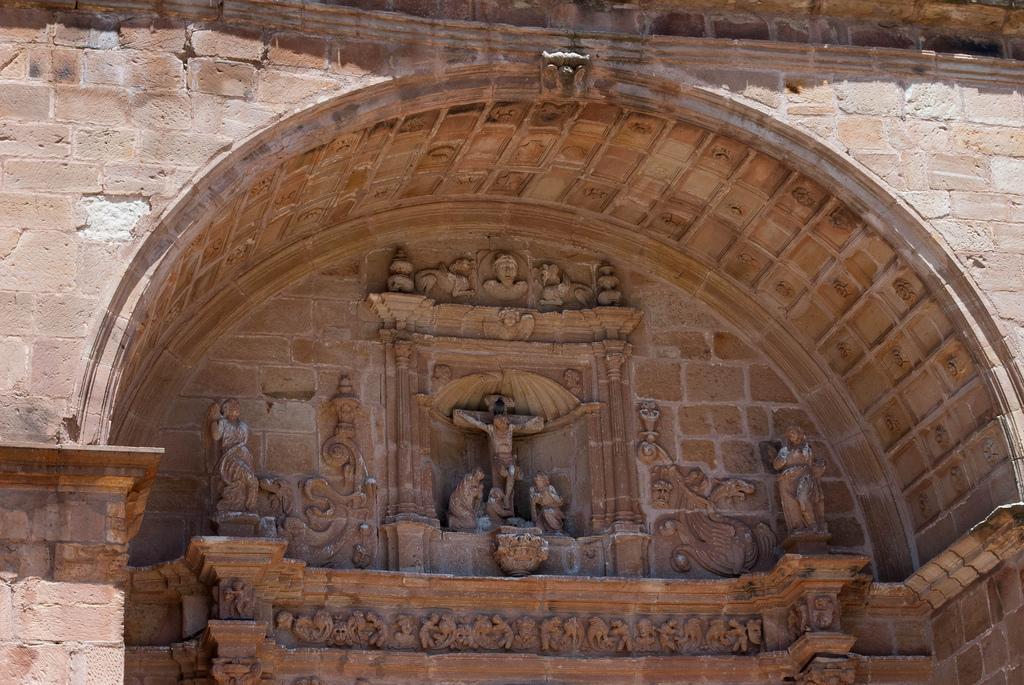 Timpano iglesia de Villamanrique. Autor, César del Pozo