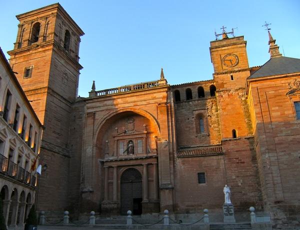 Plaza Mayor Villanueva de los Infantes turismo cultural sabersabor