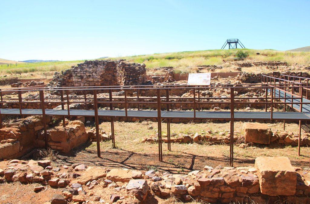 De visita al yacimiento de Oreto – Zuqueca