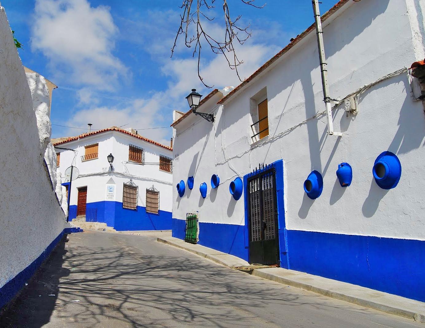 Campo de Criptana azul añil La Mancha